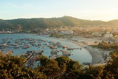 ARRAIAL DO CABO, RIO DE JANEIRO, BRAZIL- MARCH 21, 2016: View From A Hill Of The Village Of Arraial And Its Harbor At Sunset. Royalty Free Stock Image