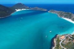 Arraial faz Cabo, Brasil: Vista aérea da praia de umas Caraíbas brasileiras imagens de stock