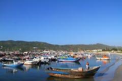 Arraial hace Cabo - barcos de pesca Fotos de archivo libres de regalías