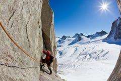Arrampicandosi in Mont Blanc, alpi. Immagini Stock Libere da Diritti