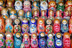 arranged close doll family hand like looking matryoshka nested painted together unique upwards which white wooden 工艺品 免版税图库摄影