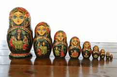 arranged close doll family hand like looking matryoshka nested painted together unique upwards which white wooden Arkivbild