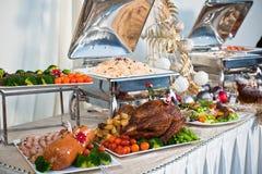Arrangement de buffet de Noël images stock