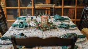 Arrangement de dîner de Noël images stock