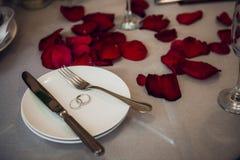 Arrangement de fête de table pour le jour de valentines sur le fond clair Image stock