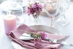 Arrangement de fête de table de mariage Photos stock
