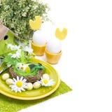 Arrangement de fête de table de Pâques, d'isolement Images libres de droits