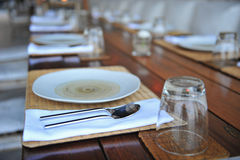 Arrangement de plat de dîner photographie stock libre de droits