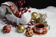 Arrangement de Sleigh de Santa pour Noël et le café photos libres de droits