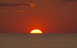 Arrangement de Sun dans l'océan Photographie stock libre de droits