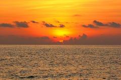 Arrangement de Sun derrière des nuages Photographie stock libre de droits