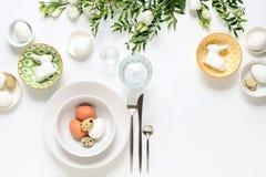 Arrangement de table de dîner de Pâques image libre de droits