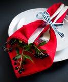 Arrangement de table d'automne avec des raisins sauvages Photos libres de droits