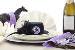 Arrangement de table de déjeuner de dames de jour de course de cheval Photo stock