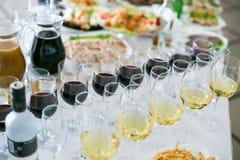 Arrangement de table de mariage dans le restaurant photos libres de droits