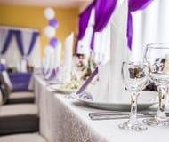 Arrangement de table de mariage dans le style rustique Photos stock