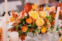 Arrangement de table de mariage dans le style rustique Image stock