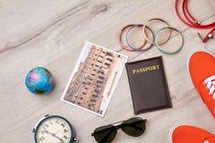 Arrangement de vacances d'été, surface en bois Image libre de droits