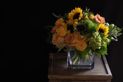 Arrangement floral jaune de tournesols Photographie stock