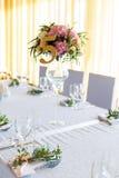 Arrangement floral pour la table de mariage de décoration pour des invités Pièce Photo libre de droits