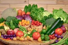 Free Arrangement Fresh Fruits And Vegetables Organic Stock Photos - 81418193