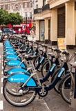Arrangement neuf de location du vélo de Londres. Images libres de droits