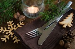 Arrangement rustique de table de Noël avec la bougie Photographie stock libre de droits