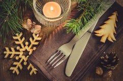 Arrangement rustique de table de Noël avec la bougie Photo stock
