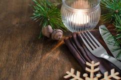 Arrangement rustique de table de Noël avec la bougie Photos stock