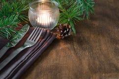 Arrangement rustique de table de Noël avec la bougie Images libres de droits