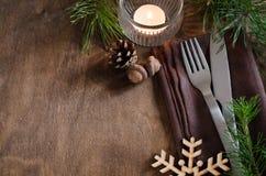 Arrangement rustique de table de Noël avec la bougie Photo libre de droits