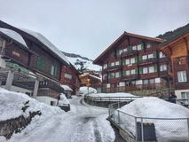 Arrangement somnolent de village en hiver Images stock
