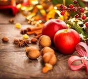 Arrangements de table de vacances de Noël Image stock