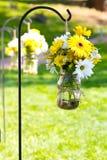 Arrangements floraux de jour du mariage Photo libre de droits