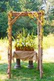Arrangements floraux de jour du mariage Photo stock