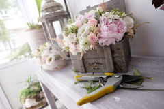 Arrangements floraux de roses Photos stock