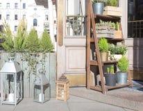 Arrangements floraux sur la rue Image libre de droits