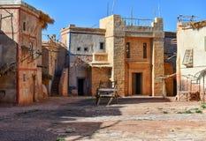Arrangera garneringar av Medina i Kartbok Korporation studior i Ouarzazate, Marocko Royaltyfria Bilder