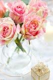 arrangment桃红色玫瑰 图库摄影