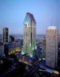 Arranha-céus bonitos de Montreal no crepúsculo imagens de stock royalty free