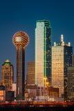 Arranha-céus de Dallas no por do sol imagem de stock royalty free