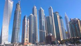 Arranha-céus de Dubai Vista panorâmica do porto de Dubai, skyline, arquitetura da cidade Skyline da noite Por do sol de Dubai Sky fotos de stock royalty free