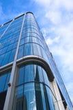 Arranha-céus de encontro ao céu azul   Fotografia de Stock