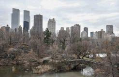 Arranha-céus de Manhattan atrás do Central Park em New York City Imagens de Stock Royalty Free