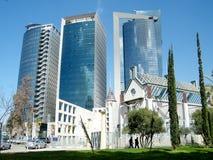 Arranha-céus de Tel Aviv e cipreste 2011 Fotografia de Stock