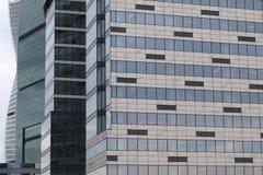 Arranha-céus de vidro Conceitos do negócio, financeiros, economia imagens de stock royalty free