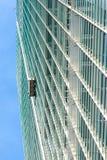 Arranha-céus do líquido de limpeza de janela Fotografia de Stock