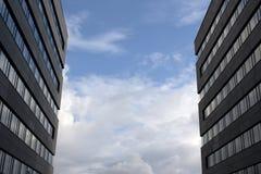 Arranha-céus e céus Imagem de Stock