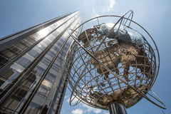 Arranha-céus e globo Foto de Stock Royalty Free