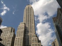 Arranha-céus e nuvens imagem de stock royalty free
